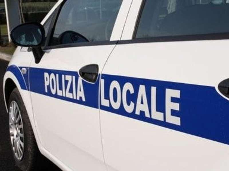 Formia, vigili aggrediti: schiaffi e pugni per una multa
