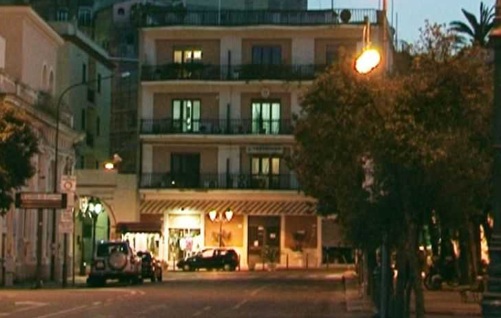Gaeta, picchia il parroco e reagisce ai Carabinieri: Arrestato 41enne