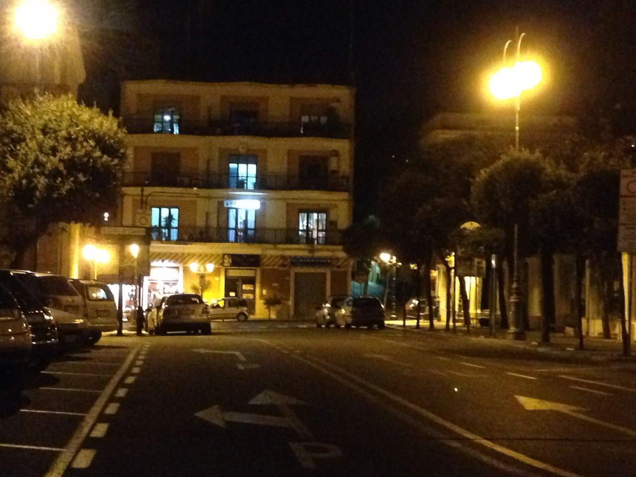 Gaeta, ruba gruppo ottico da auto in strada: Identificato e denunciato 27enne