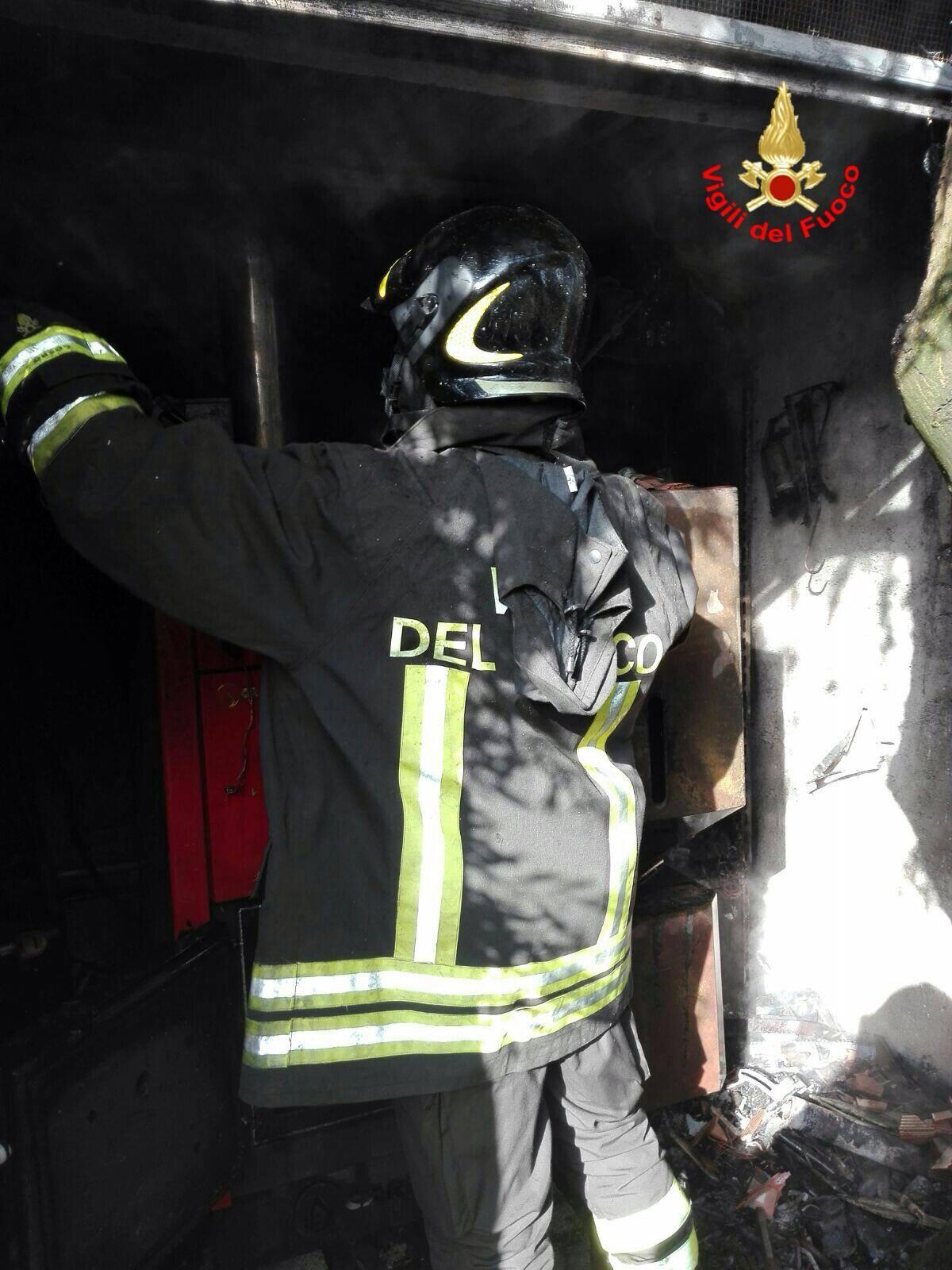 Gaeta a fuoco una caldaia intervengono i vigili del fuoco for Controllo caldaia obbligatorio 2016