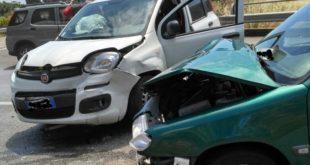Incidente sull'Appia. Scontro tra due auto al bivio con Via Canzatora