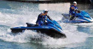 Gaeta, la Squadra Nautica di Terracina salva due assistenti bagnanti a largo di Serapo