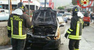 Auto in fiamme a Formia, intervengono i Vigili del Fuoco