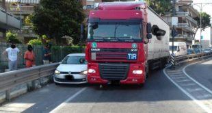 Incidente a Formia: camion si scontra con un'auto