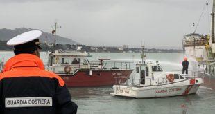 """Incendio a bordo della nave """"Palmarola"""": ma è un'esercitazione della Guardia Costiera"""