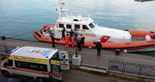 Guardia costiera di Gaeta soccorre in mare marinaio colpito da malore