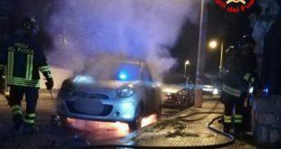 Gaeta, autovettura in fiamme in via Roma