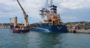 Incendio a bordo di una nave: esercitazione nel porto di Gaeta