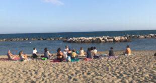 Spiaggia: il paradiso dello yoga