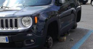 Gaeta, furto di pneumatici in pieno centro