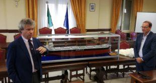 """""""Medi Serapo"""", donato alla città di Gaeta il """"modellino"""" della nave della flotta d'Amico"""