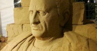 Successo per Vixi, terminato il busto di sabbia di Marco Tullio Cicerone e apertura eccezionale di Villa Lamberti