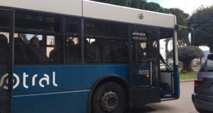 Gaeta, senza biglietto sul bus litiga con il controllore: interviene la polizia