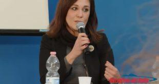 """""""Sono nata dal piombo"""", la scrittrice Simona Mannucci a confronto con gli studenti"""
