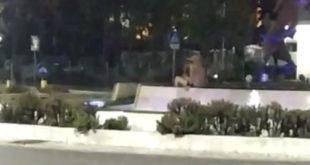 Gaeta, uomo si fa il bagno nella fontana di San Francesco (#video)